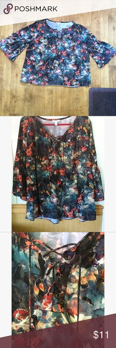 Floral Lace Up Blouse•Size 1X Beautiful Women's Floral Top•3/4 Bell Sleeves•Lace-Up Neckline•Size 1X Boutique  Tops Blouses