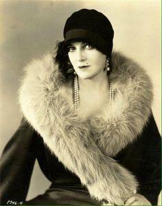 1920s Cloche   Pearls ~ FF09-09-2016 Elsa Schiaparelli 701686fa56f5