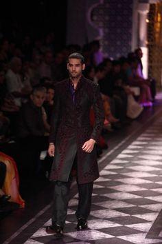 Raghavendra Rathore. IBFW 13'. Indian Couture.