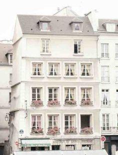 Cool building in Paris