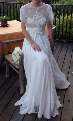 Hustle Your Bustle: Elie Saab Lorraine Wedding Dress $6990.00 ~ Hustle Your Bustle. I am in loveeeeeee.