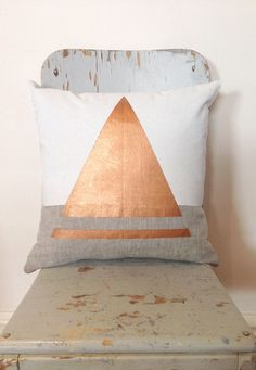 A pillow and a #rosegold triangle on it?! Well, this is what we need! #Dekoration