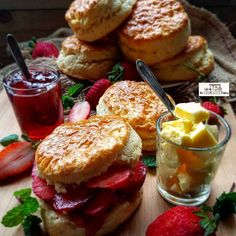 Scones Fresh Cream, Food Categories, Brunch Recipes, Scones, Heavenly, Baking, Breakfast, Ethnic Recipes, Desserts