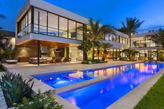 There's this luxury Miami Beach home that you have to see for yourself. There is more than the beauty of details, there are feelings rising when you see it.