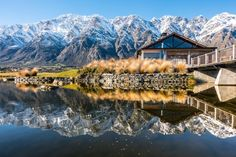 Best Places to Drink in Queenstown | Simply Perfect Weddings - Queenstown Wedding Planners Queenstown Activities, Best Buffet, Lake Wakatipu, Best Golf Courses, Mountain Bike Trails, Rooftop Bar, South Island, Post Wedding, Cool Bars