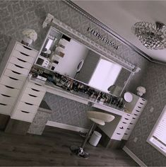 Makeup rooms - GLAM ROOM ✨ My dream Makeupbysooni vanity finally came to life! Thank you to my amazing father for making… Salon Interior Design, Room Interior, Home Design, Design Ideas, My New Room, My Room, Room Art, Makeup Room Decor, Makeup Studio Decor