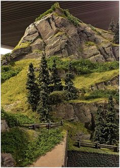 Model Railroading - The Mistakes You Need To Avoid - Model Train Buzz N Scale Model Trains, Model Train Layouts, Scale Models, Warhammer Terrain, Wargaming Terrain, Ho Trains, Model Building, Scenery, House