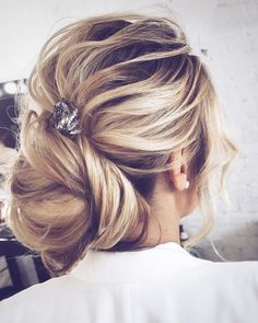 Wedding updo for straight hair | Wedding hairstyle | fabmood.com #weddinghair #bridalupdo #texturedhair #promhair #braid #updo #upstyle #hairdo #bridalhair #wedding #weddingupdos