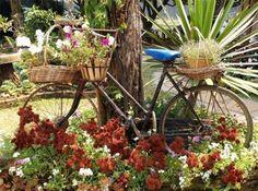 stare bicykle premenene na kvitnuce zahradne dekoracie 13