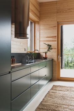 Brand images for Puustelli, a Finnish kitchen manufacturer. Modern Cabin Interior, Kitchen Interior, Kitchen Design, Comfy Cozy Home, Cabin Kitchens, Cabin Interiors, House In The Woods, House Rooms, Log Homes