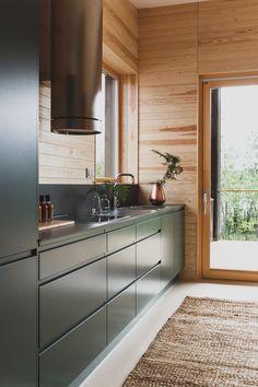 Brand images for Puustelli, a Finnish kitchen manufacturer. Modern Cabin Interior, Cabin Interior Design, Kitchen Interior, Interior Architecture, House Design, Cabin Kitchens, Cottage Kitchens, Modern Kitchen Design, Log Homes