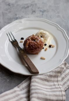 baked apples with pine nuts