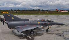 Enrique escribió : El que se estrello fue el FAC3003, aparato perteneciente al lote de 1989 y primer biplaza Kfir en la FAC: Iai Kfir, La Face, Aircraft Pictures, Paper Models, Armed Forces, Military Aircraft, Air Force, Fighter Jets, Aviation