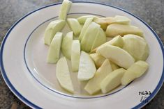 sliced apples Best Apple Crisp Recipe, Apple Crisp Easy, Apple Crisp Recipes, Sliced Apples, Cooked Apples, Freezing Apples, Apple Dump Cakes, Apple Slices, Caramel Apples