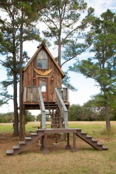 See how GAC's Junk Gypsies decorate a funky treehouse, turning it into a whimsical guesthouse for visitors.