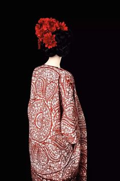 View Without A Face (Red), Old Future by Erik Madigan Heck at Christophe Guye Galerie in Zurich, Switzerland. Discover more artworks by Erik Madigan Heck on Ocula now. Look Fashion, Fashion Details, Fashion Art, Editorial Fashion, Fashion Design, Spring Fashion, High Fashion, Fashion Painting, Fashion Poses