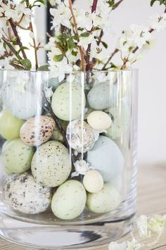 Inspiring easter centerpieces table decor ideas 04 sunday scroll easter table settings and decor Diy Easter Decorations, Decoration Table, Easter Centerpiece, Centrepiece Ideas, Table Centerpieces, Centerpiece Decorations, House Decorations, Thanksgiving Decorations, Hoppy Easter