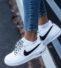 new arrive 74917 40c34 P I N T E R E S T  samantha1macdonald Baskets Nike, Shoes Trainers Nike,  Sneakers Outfit Nike, White