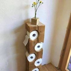 Auch im Bad kann man schöne DIY Ideen umsetzen. Wie findest du diesen coolen Kl… You can also implement beautiful DIY ideas in the bathroom. What do you think of this cool toilet paper holder? A real eye-catcher! Wood Crafts, Diy And Crafts, Home Projects, Projects To Try, Woodworking Projects, Woodworking Logo, Woodworking Plans, Woodworking Videos, Dremel Projects