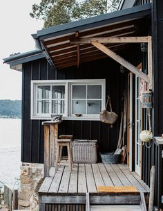 This Remote Fisherman's Shack Is A Little Slice of Heaven (The Design Files) Shack House, Off Grid House, Beach Shack, Surf Shack, Beach Bungalows, Lake Cabins, The Design Files, Australian Homes, Tiny House Design