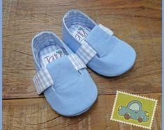 Sapatinho azul bebê