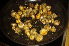 Antipasti - marinierte Champignons, ein sehr schönes Rezept aus der Kategorie Pilze. Bewertungen: 421. Durchschnitt: Ø 4,4. Sprouts, Tapas, Meat, Vegetables, Recipes, Food, Red Chili, Hay Diet, Salads