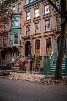City Aesthetic, Travel Aesthetic, Brownstone Homes, Brooklyn Brownstone, Places To Travel, Places To Visit, New York Life, Dream City, Concrete Jungle