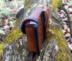 Leather Belt Pouch / Altoids Tin Pouch / Bushcraft Pouch / Possibles Pouch / Leather Bushcraft Pouch For Fire Kit/First Aid! Leather Belt Pouch, Leather Tooling, Tooled Leather, Bushcraft Gear, Altoids Tins, Pouch Pattern, Knife Sheath, Leather Pattern, Leather Projects