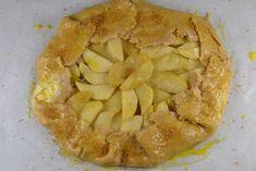Μία τάρτα που μπορεί νασερβιριστείστο τέλος ενός δείπνουαλλά και στην αρχή σαν ορεκτικό. Rustic Apple Tart, California Food, Seasonal Food, Caramelized Onions, Farmers Market, Apple Pie, Cheese, Fresh, Cooking