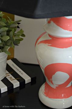 Lovely second hand store lamp turned a customized piece! DIY Brushstroke Lamp - MAXX GLOSS Paint and Home Crafts, Diy Crafts, I Love Lamp, Gloss Paint, My Living Room, Second Hand, Home Decor Accessories, Cool Furniture, Furniture Stores