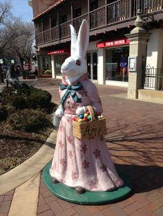 The bunnies on the country club plaza in Kansas City, Missouri are a tradition.