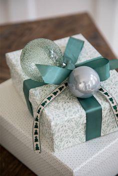 Christmas gift wrapping by Søstrene Grene