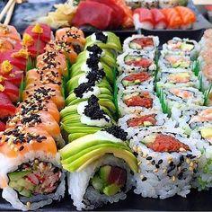 food recipes restaurants Make Sushi 1 Sushi Roll Recipes, Cucumber Recipes, Salad Recipes, How To Make Sushi, Yummy Food, Tasty, Food Platters, Food Goals, Aesthetic Food