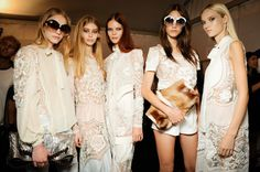 Backstage e sfilata Roberto Cavalli estate 2015 - http://www.2fashionsisters.com/backstage-show-roberto-cavalli-ss-2015/ - 2 Fashion Sisters Fashion Blog - #Backstage, #BackstageRobertoCavalli, #FashionShow, #RobertoCavalli
