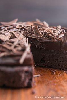 Flourless chocolate cake: Chocolate Decadence | VanillaAndBean.com #GlutenFree #Recipe #Valentines