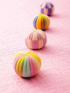 Japanese confection makers do the most beautiful artwork. They are almost too beautiful to eat! Japanese Treats, Japanese Cake, Japanese Food, Cute Desserts, Asian Desserts, Eclairs, Japanese Wagashi, Pastel Cupcakes, Tea Ceremony