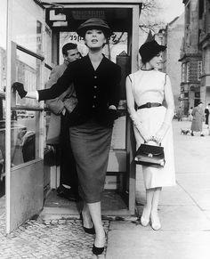 Slim skirted, fitted jacket mid-50s elegance. #vintage #fashion #1950s