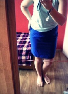Kup mój przedmiot na #vintedpl http://www.vinted.pl/damska-odziez/spodnice/12661491-spudnica-niebieska-krotka-olowkowa-s-na-guzik-zip