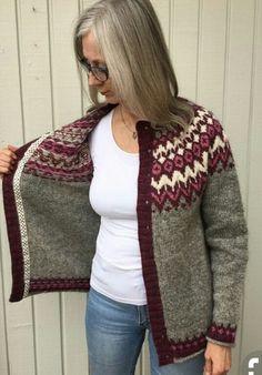 Ravelry: Project Gallery for Riddari pattern by Védís Jónsdóttir for Ístex Fair Isle Knitting Patterns, Knitting Designs, Knitting Stitches, Knit Patterns, Hand Knitting, Pullover Design, Handgestrickte Pullover, Sweater Design, Norwegian Knitting