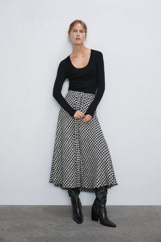33 New Ways How To Wear Houndstooth Print For Women 2020 Animal Print Skirt, Floral Print Skirt, Sequin Mini Skirts, Pleated Midi Skirt, Women's Skirts, Houndstooth Skirt, Skirt Images, Galo, Printed Skirts
