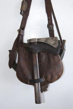 Photos supplied by Gary Ganus. Black Powder Guns, Bushcraft Kit, Leather Working Patterns, Photo Supplies, Hunting Bags, Native American History, American Indians, Medieval Clothing, Mountain Man