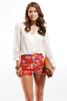 I'm obsessed with these shorts and this outfit!