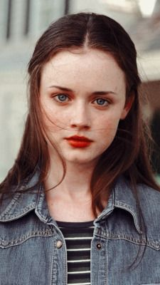 Is she beautiful, or is she beautiful? Mode Gilmore Girls, Gilmore Gilrs, Gilmore Girls Fashion, Gilmore Girls Quotes, Estilo Rory Gilmore, Rory Gilmore Hair, Rory Gilmore Style, Pretty Little Liars, Pretty People