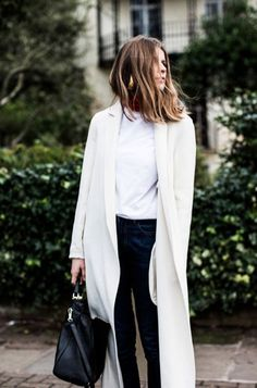 Fall trends | White trench coat over white top, dark jeans and a handbag