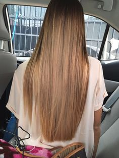 Wanna a Long Straight Hair, looks like a waterfall .This is what many girls are pursuing, then what about you? Brown Blonde Hair, Brunette Hair, Ombre Hair, Balayage Hair, Brown Balayage, Hair Inspo, Hair Inspiration, Coiffure Hair, Pinterest Hair