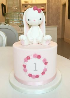 A loja de bolos . O bolo de coelho! Bunny Birthday Cake, Easter Bunny Cake, Bunny Party, Baby Birthday Cakes, Bunny Cakes, 5th Birthday Cakes For Girls, Baby Girl Cakes, Cake Baby, Rabbit Cake