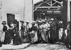 Sortie d'usine (Workers Leaving the Lumière Factory), Louis Lumière. 1895.