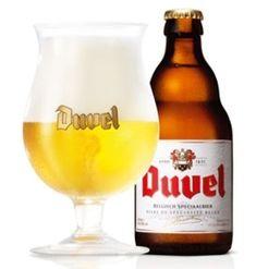 Les bières belges comptent parmi les plus variées et les plus nombreuses collections de bières dans le monde. Elles varient de la très populaire «pils» aux appellations plus exotiques de «lambic...