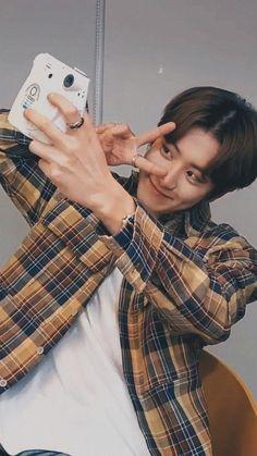 Chanyeol live lockscreen ㅡ 200325 Park Chanyeol Exo, Exo Kai, Kyungsoo, Exo Chanbaek, Chansoo, K Pop, Fanfic Exo, Kpop Wallpaper, Exo Lockscreen
