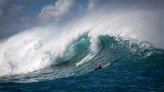 El mar es euforia | Fot.: Kelly Headrick #mar #sea #olas #waves #surfing #hawaii #barrel #oahu